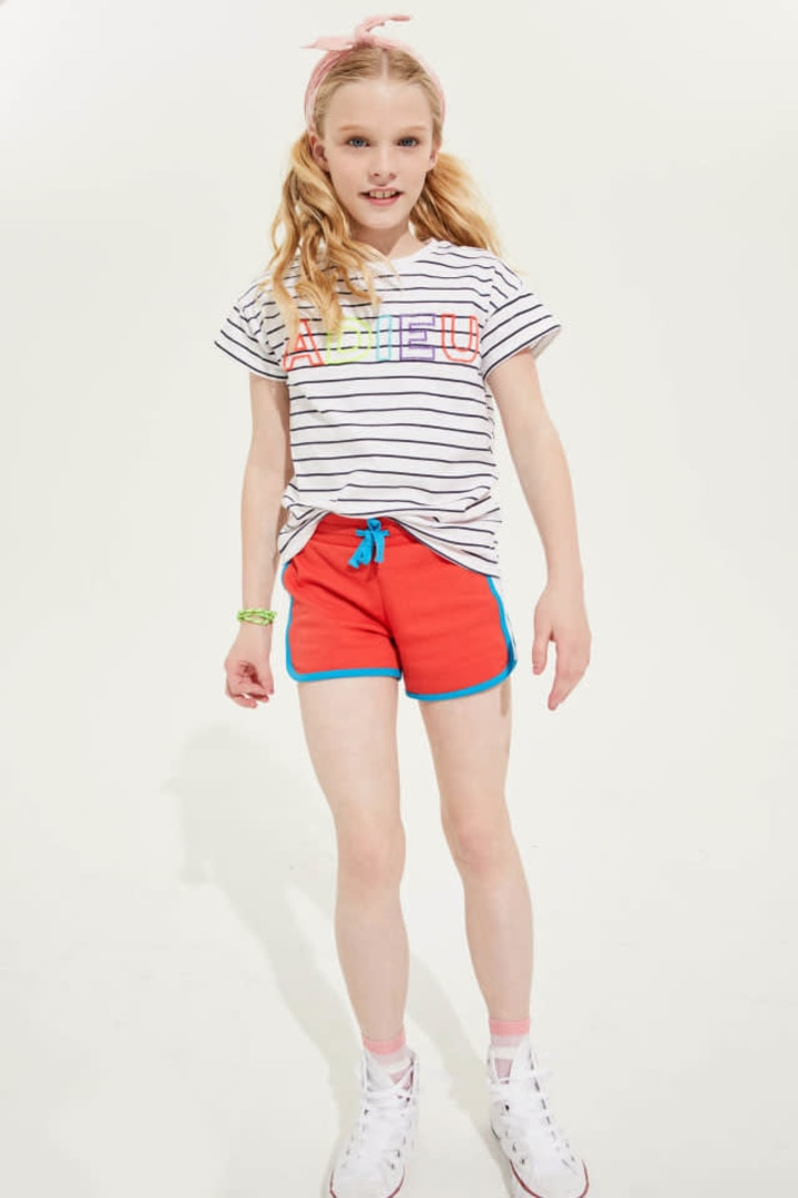 Color Block Dolphin Hem Short on model